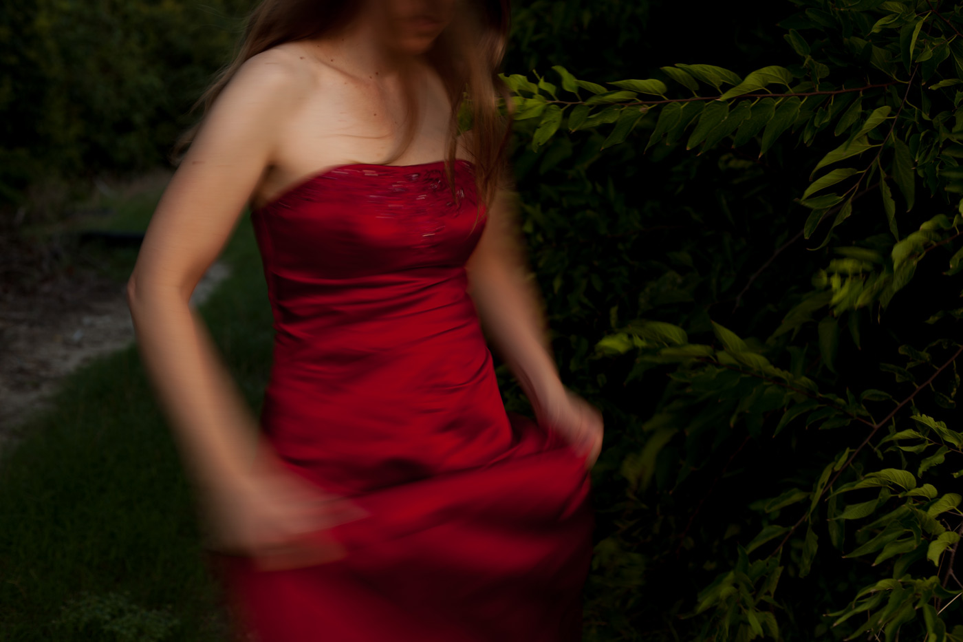2018.8.23-Red-dress-field-blur-1-COMP